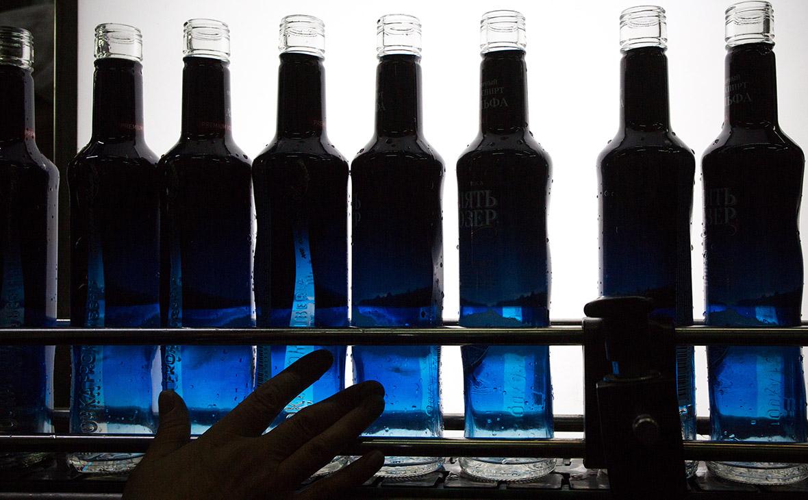 Треть водки на российском рынке оказалась нелегальной