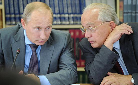Президент России Владимир Путин и ректор МГУ Виктор Садовничий (слева направо)