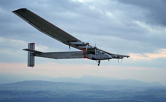 Самолет Solar Impulse 2, работающий на солнечных батареях