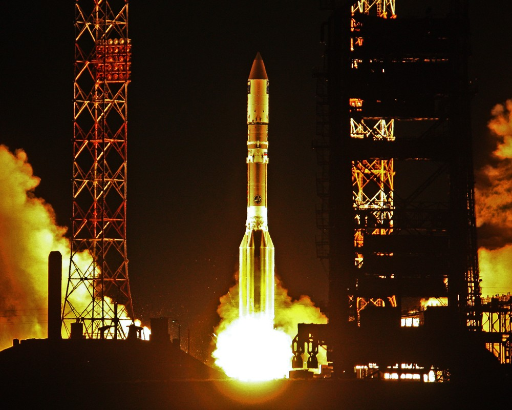"""Запуск ракеты-носителя """"Протон-М"""". Архив."""
