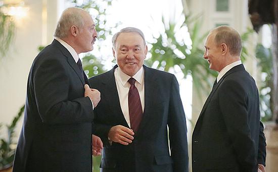 Президент Белоруссии Александр Лукашенко, президент Казахстана Нурсултан Назарбаев и президент России Владимир Путин (слева направо)