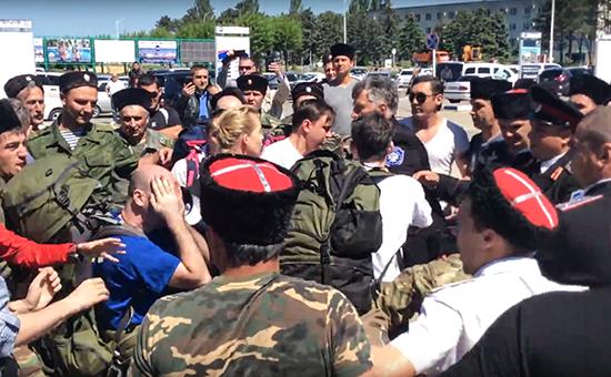 Во время нападения накоманду Фонда борьбы скоррупцией Алексея Навального околоаэропорта Анапы