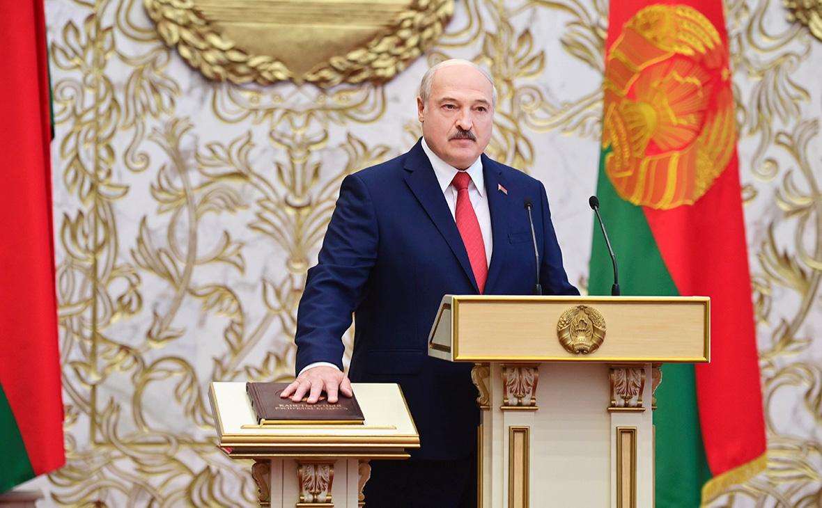 Александр Лукашенко во время вступления в должность президента Белоруссии во Дворце Независимости