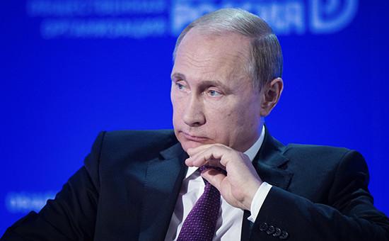 Президент России Владимир Путин выступает на пленарном заседании 10-го бизнес-форума «Движение на опережение» общероссийской общественной организации «Деловая Россия»