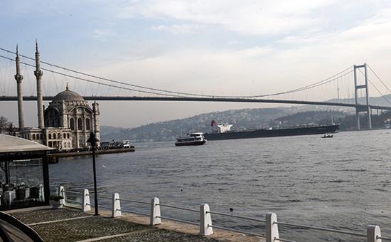 Вид напролив Босфор в Турции