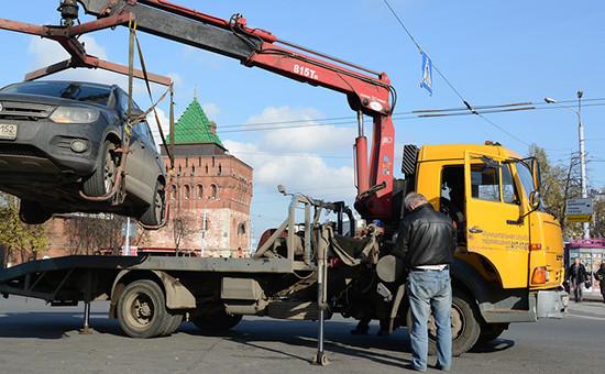 Эвакуация автомобиля вНижнем Новгороде, октябрь 2014 года