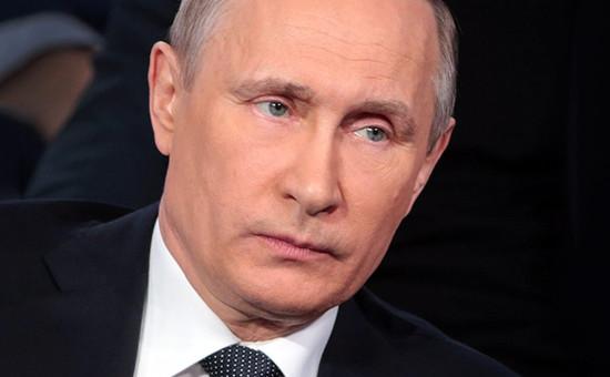 Президент РФ Владимир Путин напленарном заседании III Медиафорума независимых региональных иместных СМИ «Правда исправедливость», организованного Общероссийским народным фронтом