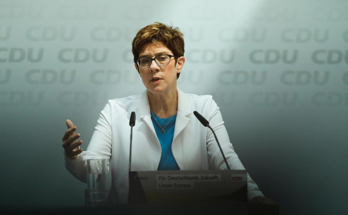 Преемница Меркель выступила за продление санкций против России