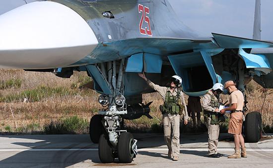 Российские пилоты самолета Су-34 наавиабазе Хмеймим вСирии, 2015 год