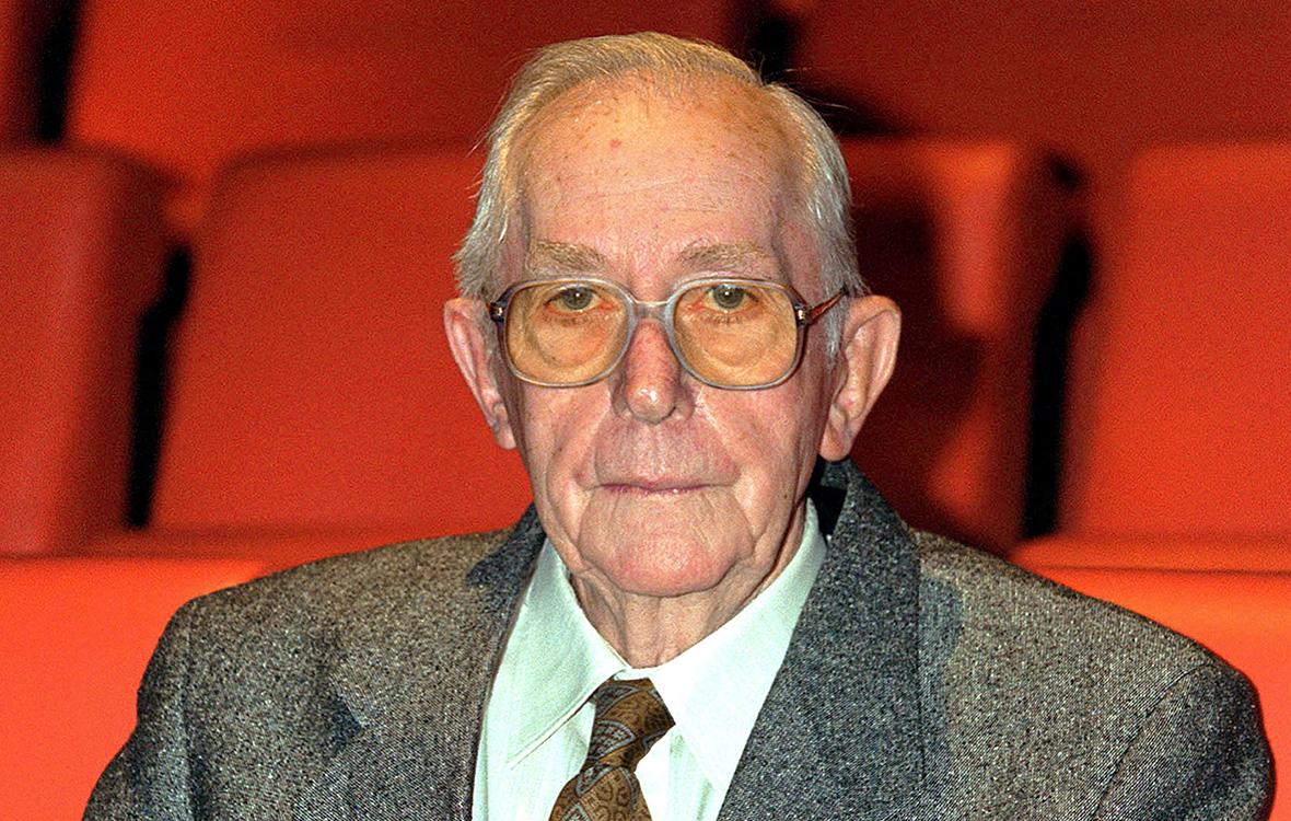 Льюис Гилберт. 2010 год