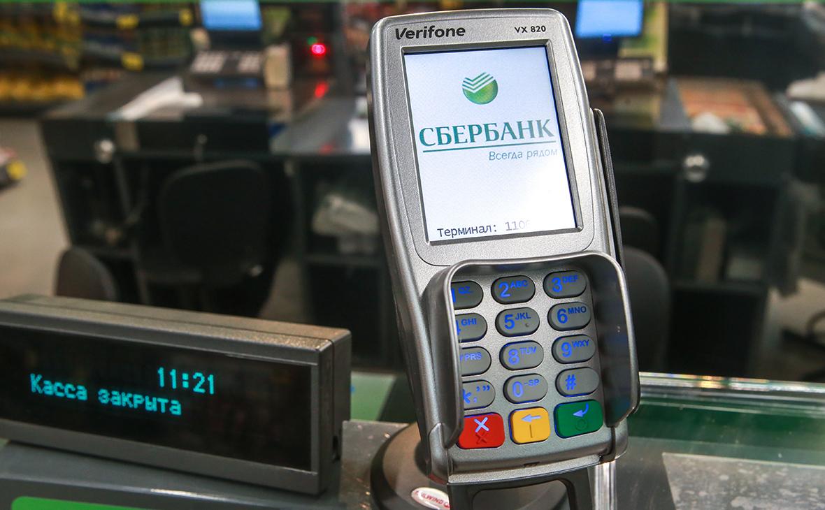 Доля безналичных платежей в России вплотную подошла к 50%