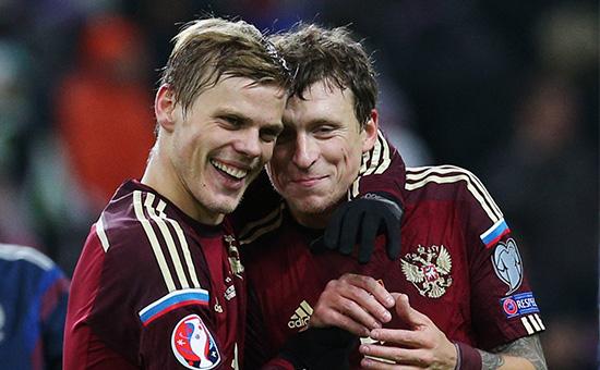 Игроки сборной России Александр Кокорин и Павел Мамаев (слева направо)