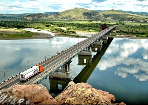 Мост через реку Баргузин. 2019 год— первый после трехлетнего перерыва, когда АО «Сибмост» будут сданы крупные федеральные объекты