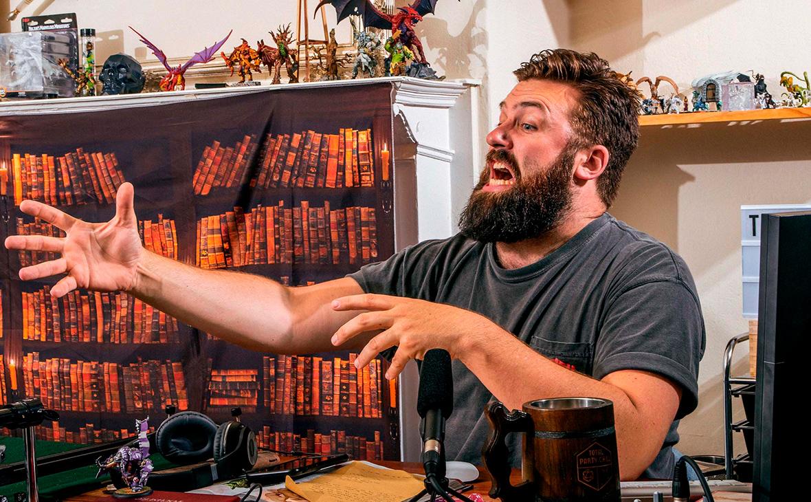 Профессиональный ведущий настольной игры «Подземелья и драконы» Девон Чалик