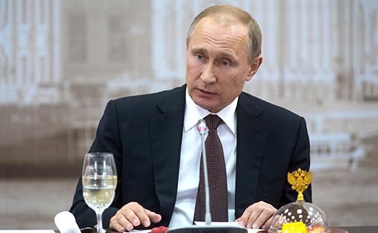 Президент России Владимир Путин вовремя встречи сруководителями крупнейших иностранных компаний иделовых ассоциаций врамках XX Петербургского международного экономического форума
