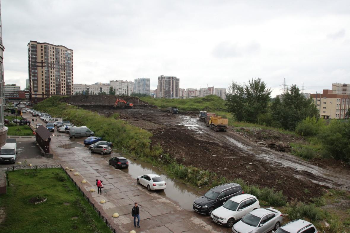 Пустырь возле жилого массива в Калининском районе Петербурга