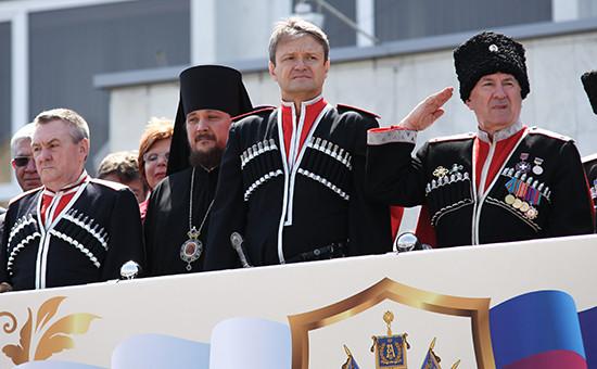 Губернатор Краснодарского края Александр Ткачев (третий слева). Архивное фото