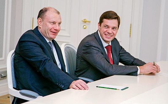 Бизнесмены Владимир Потанин иАлексей Мордашов (слева направо), 16 августа 2010 года