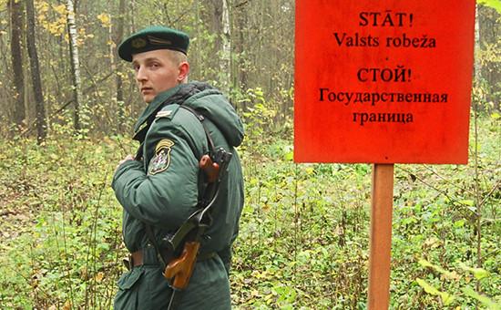 Латвийский пограничник на границе с Россией (архивное фото)