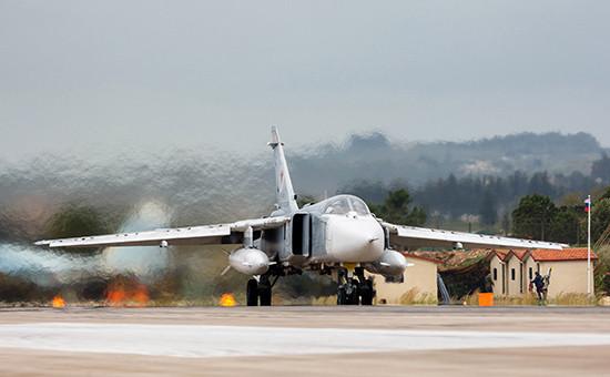 Бомбардировщик Су-24М на авиабазеХмеймим