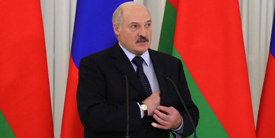 Лукашенко назвал сало лучшим допингом для спортсменов из Белоруссии
