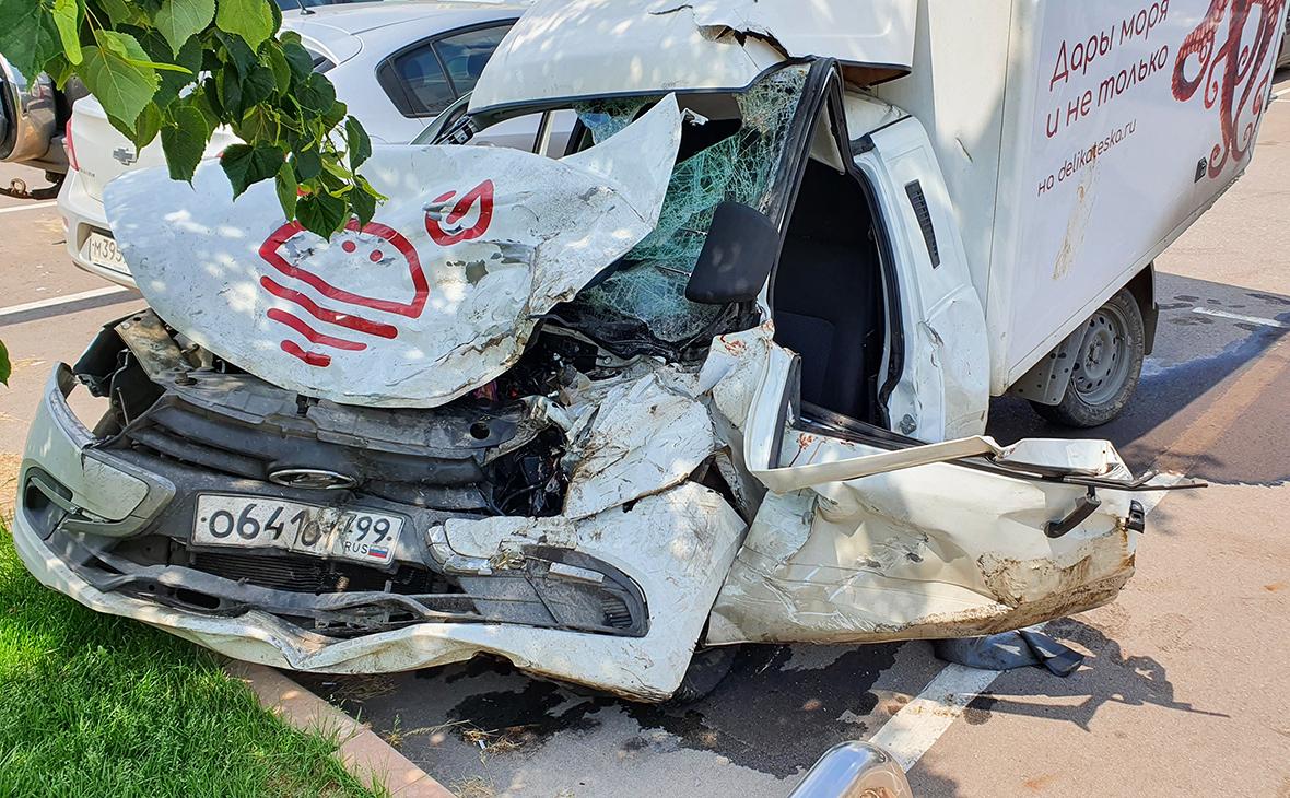 Машина Сергея Захаров после ДТП с участием Михаила Ефремова