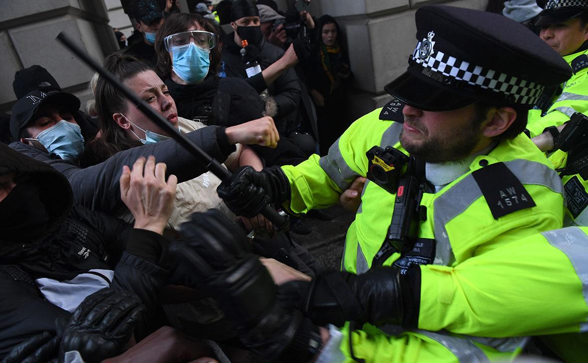 Столкновения протестующих с полицией, Лондон