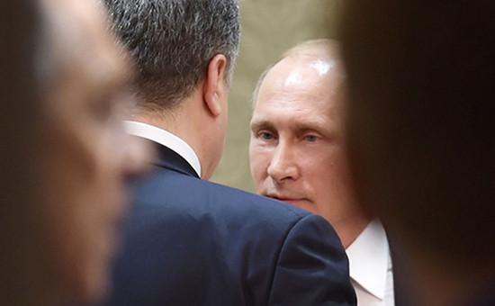 Президент России Владимир Путин (справа) и президент Украины Петр Порошенко