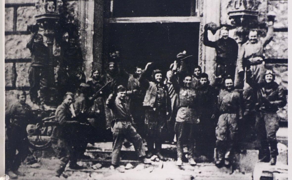 Советские солдаты у Рейхстага