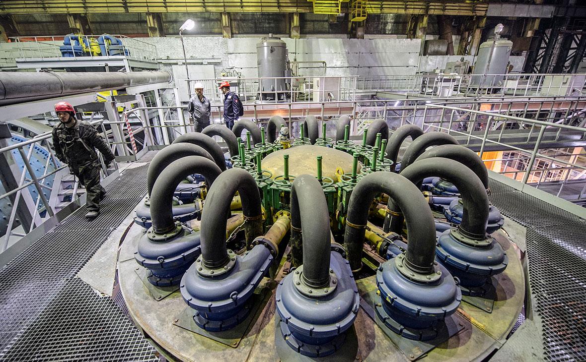 Рабочие в цеху обогатительной фабрики компании «Норникель»