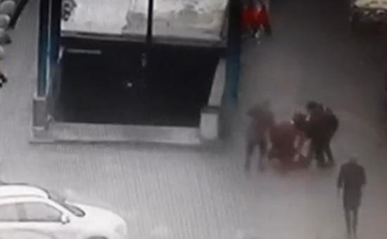 Во время задержания няни, подозреваемой вубийстве ребенка, у метро «Октябрьское Поле» вМоскве
