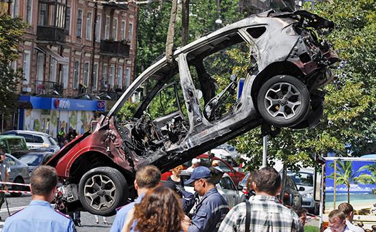На месте взрыва автомобиля, в котором находился журналист Павел Шеремет,в Киеве