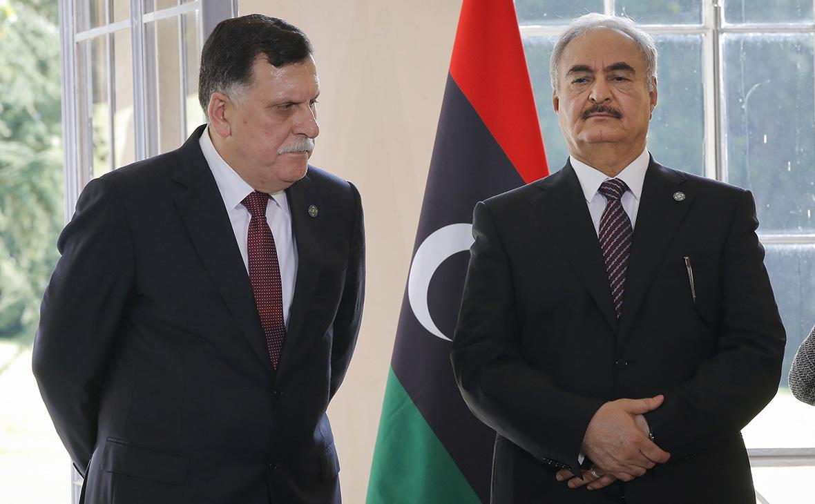 Фаиз Сарадж иХалифаХафтар(слева направо)