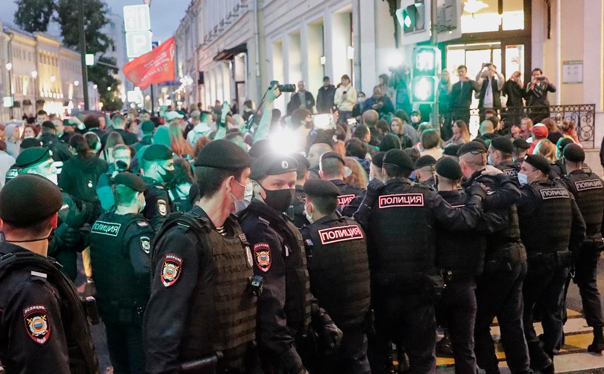 Пикеты в поддержку активистов оппозиции в Минске у посольства Белоруссии в Москве