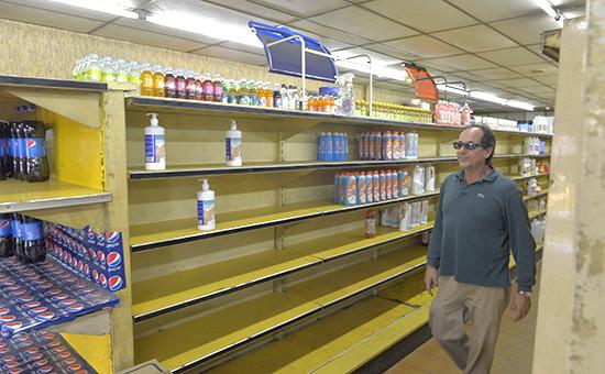 Полки универсама в Венесуэле