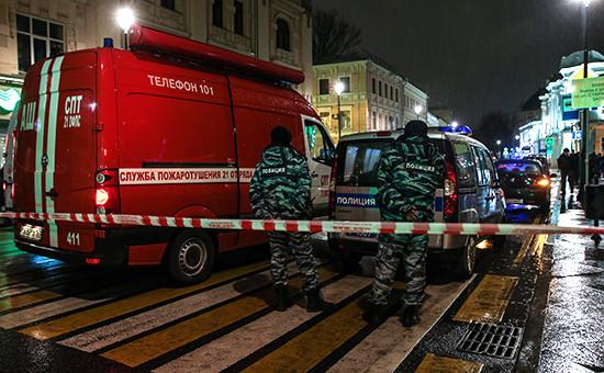 Спецслужбы рядомсместом взрыва гранаты вцентре Москвы. Фото: 8 декабря 2015года