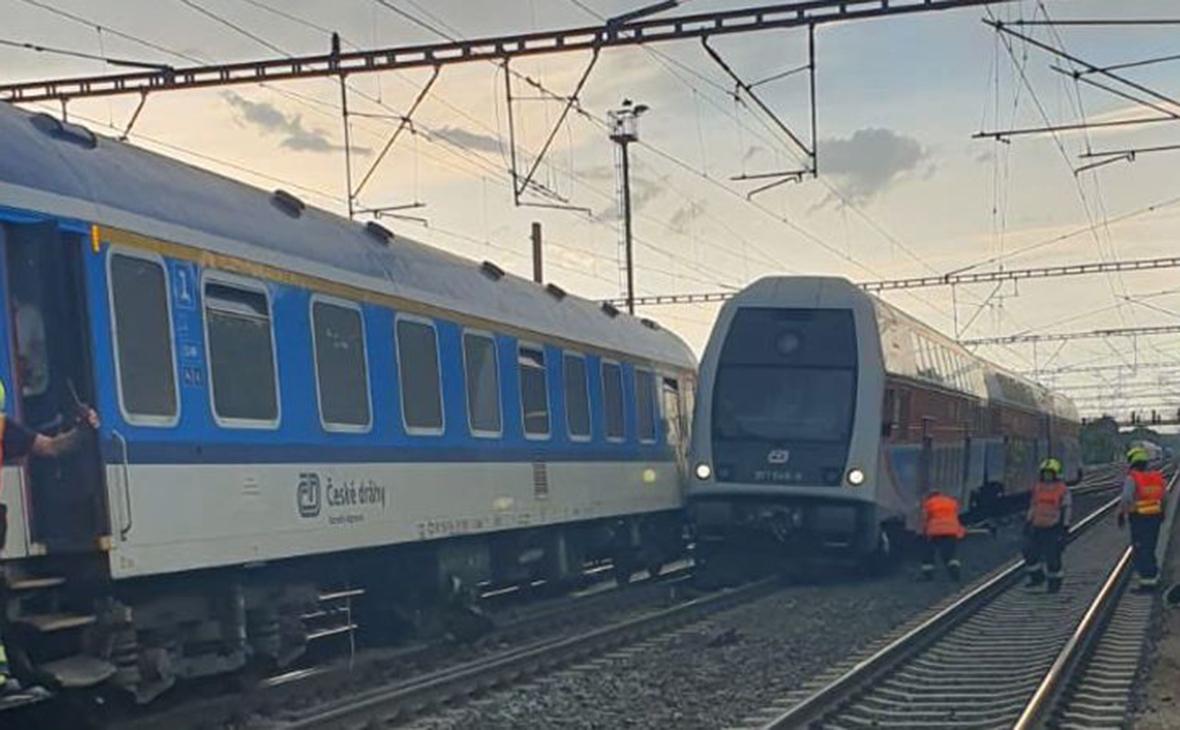Cтолкновение пассажирского и грузового поездов
