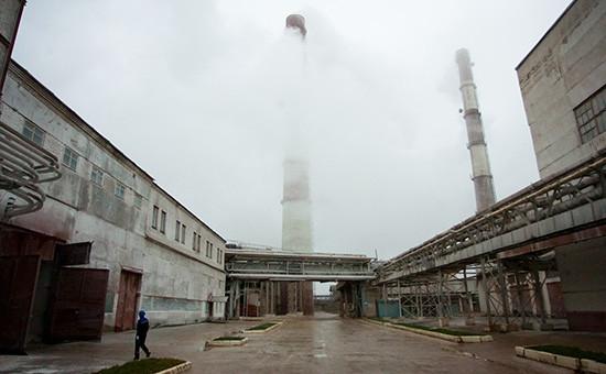 На территории завода вмоногороде Пикалево.