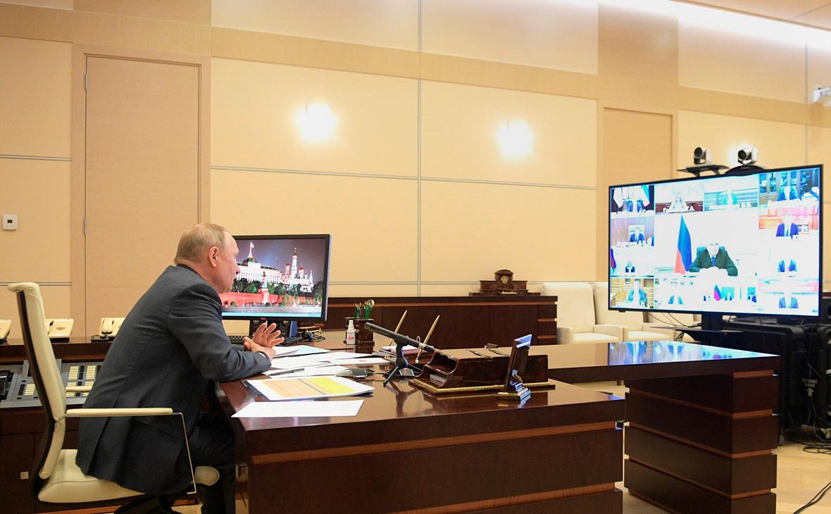 Владимир Путин на совещании с членами Правительства в режиме видеоконференции