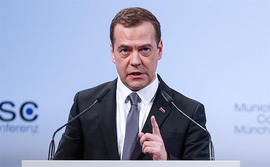 Премьер-министр РФ Дмитрий Медведев во время выступления на Мюнхенской конференции по безопасности