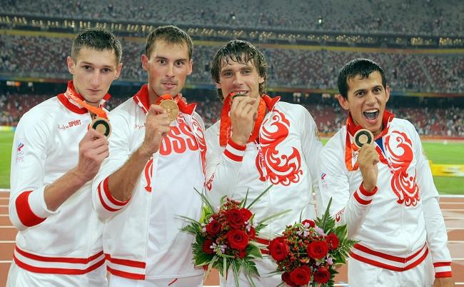 Российские легкоатлеты Денис Алексеев, Антон Кокорин, Владислав Фролов иМаксим Дылдин (слева направо) завоевали «бронзу» вэстафете 4х400 м наОлимпиаде-2008 вПекине.