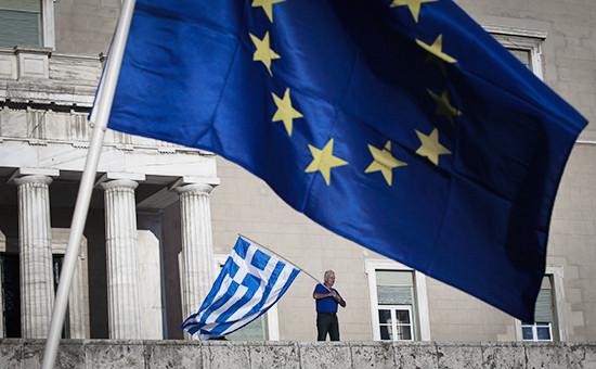 Протестующий у греческого парламента, июнь 2015 года