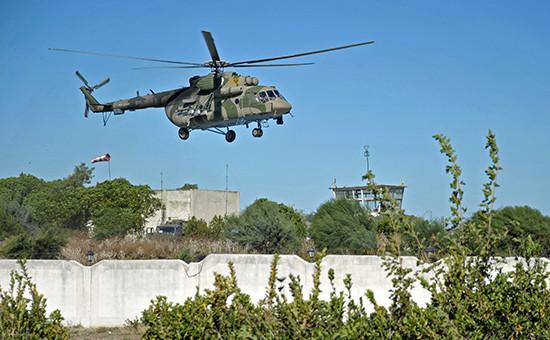 Вертолет Ми-8 Воздушно-космических сил РФ наавиабазе Хмеймим в Сирии
