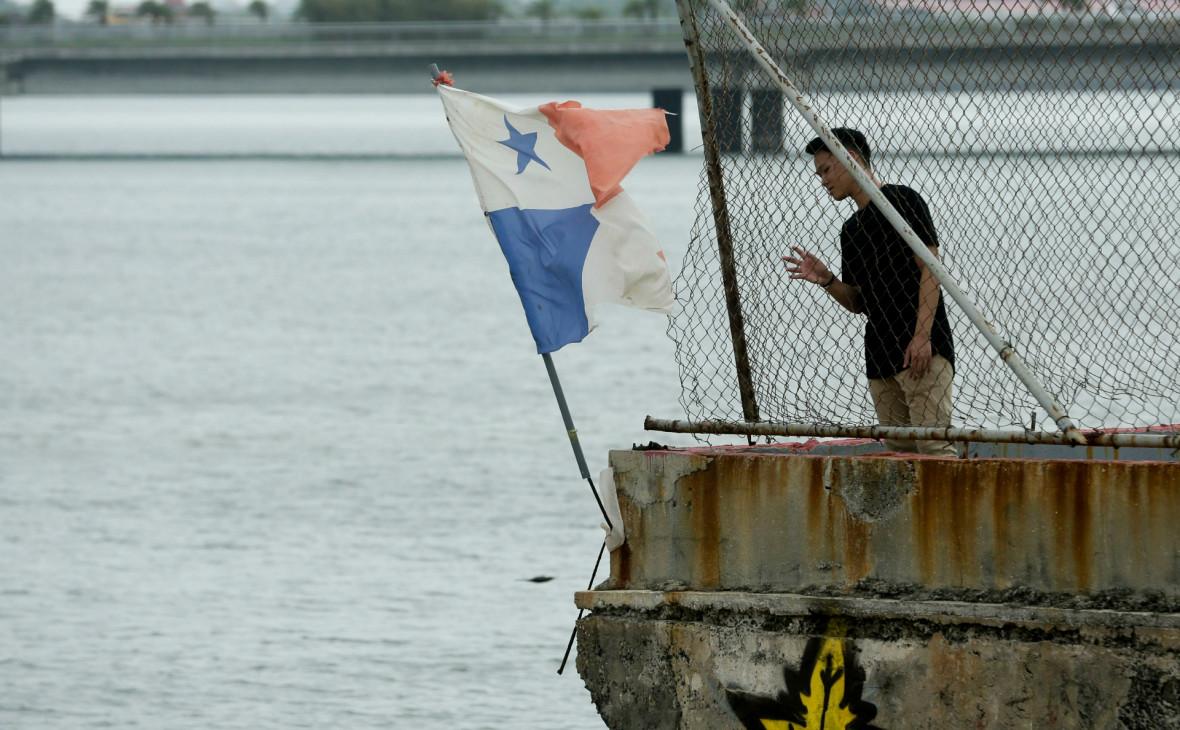 Панама распорядилась снять флаг страны с задержанного Ираном танкера