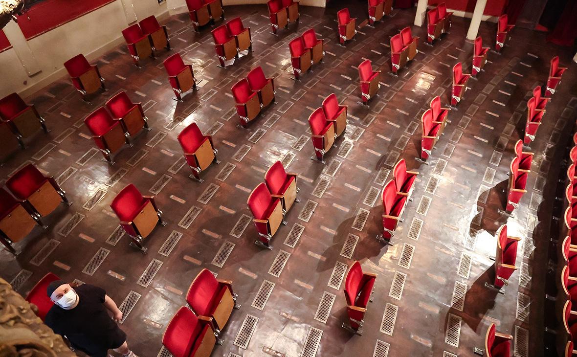 Зрительный зал Берлинского театра «Берлинер Ансамбль», после удаления мест
