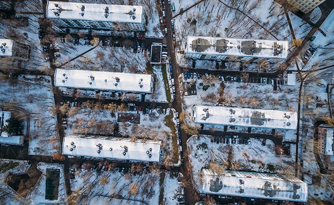 Вид на жилые пятиэтажные дома на Херсонской улице в Москве
