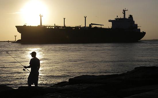 США, Техас. Нефтяной танкер у Порта-Аранзас в Мексиканском заливе
