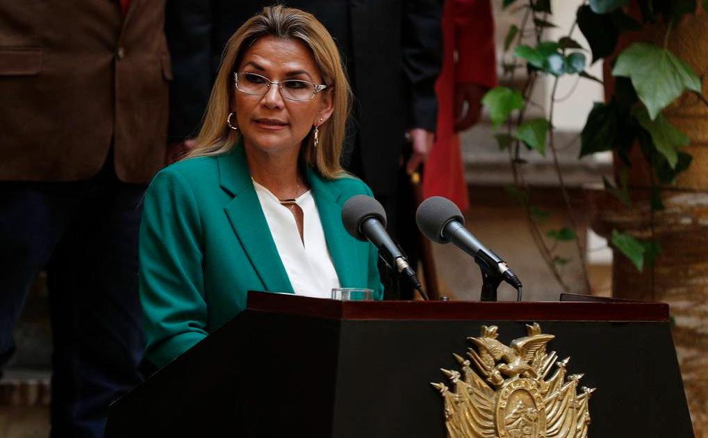 Временный президент Боливии сняла свою кандидатуру с выборов
