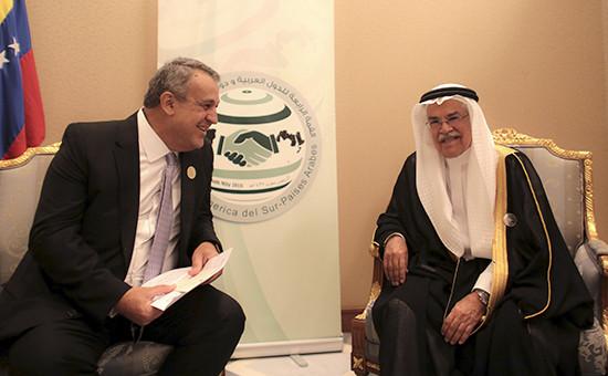 Министр нефти Венесуэлы Эулохио дель Пино (слева) иего коллега изСаудовской Аравии Али ибн Ибрагим ан-Нуайми. Архивное фото