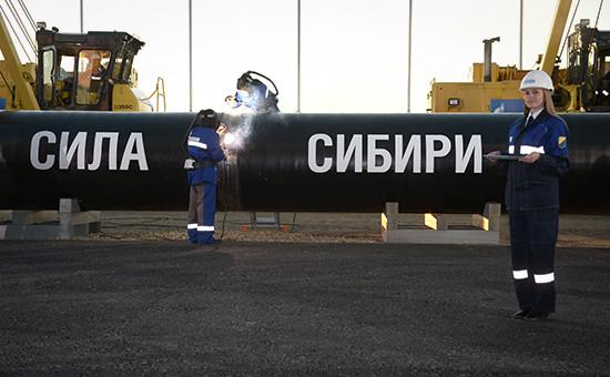Сварка шва нацеремонии соединения первого звена газопровода «Сила Сибири» наНамском тракте, сентябрь 2014 года